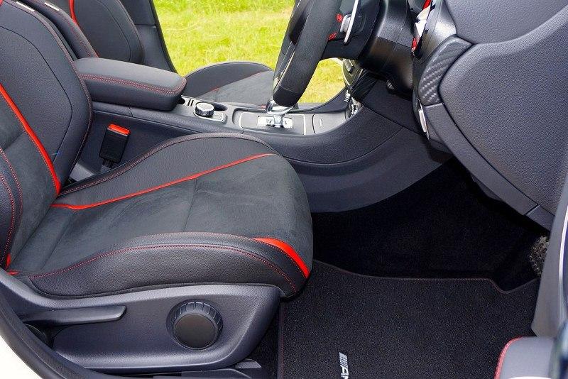 Sprzątanie wnętrza samochodu