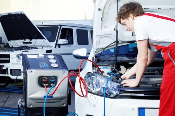 Samochodowa klimatyzacja serwis